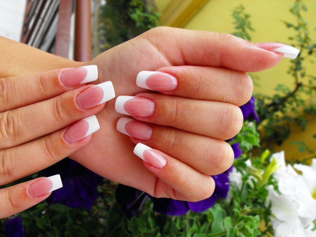 Unghii French Simple Construite Din Gel Nailshopro